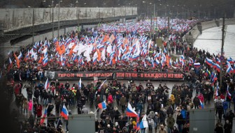web Nemtsov_mourning_march