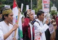 ISLAMISTS GAIN GROUND IN INDONESIA
