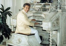 LIBERACE – THE KING OF BLING